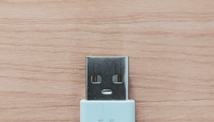 dell laptop plugged in not charging USB